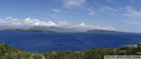 Pamje panoramike e Liqenit të Ohrit (Shqipëria)