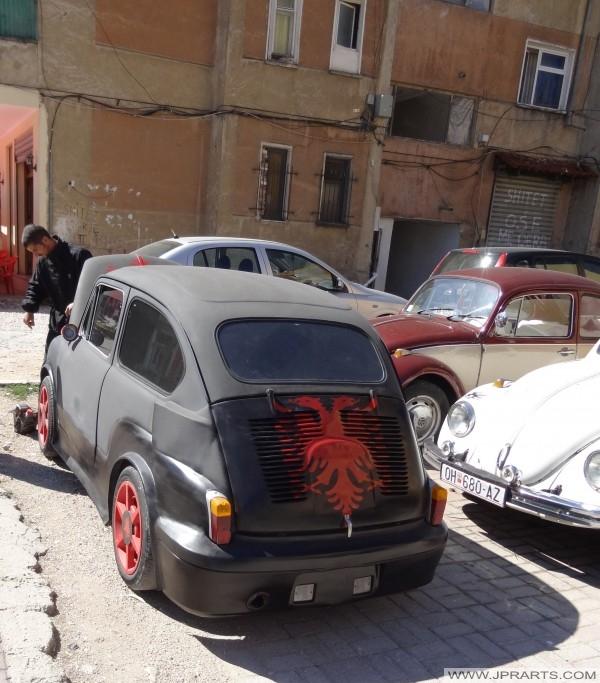 αστείο αυτοκίνητο στην Αλβανία