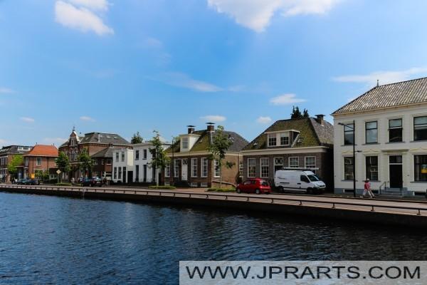 domy wzdłuż Asser Hoofdvaart w Assen (Holandia)