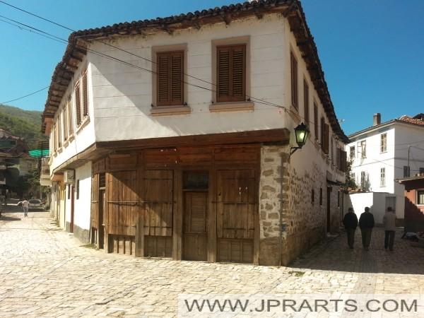 Стара зграда у Поградец (Албанија)