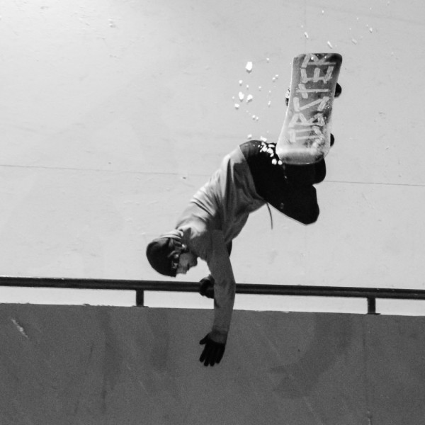 Eiki Helgason upside down hanging on the rail