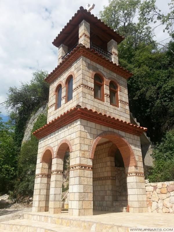 Toren vlakbij de grotkerk St Stefan (Ohrid, Macedonië)