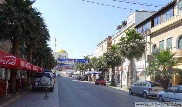 Moschea di Fatih visto dalla Bulevardi Epidamni durres (Durazzo, Albania)
