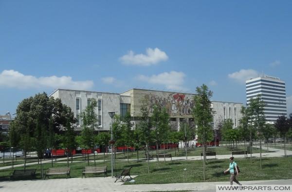 Musée National et Hôtel Tirana International (Albanie)
