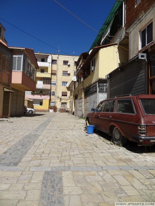 stare domy i stare Mercedes w Pogradec, Albania
