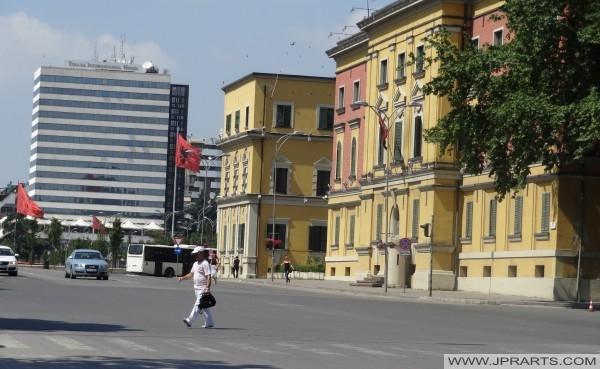 Sheshi Skenderbej dhe Hotel Tirana International (Shqipëri)