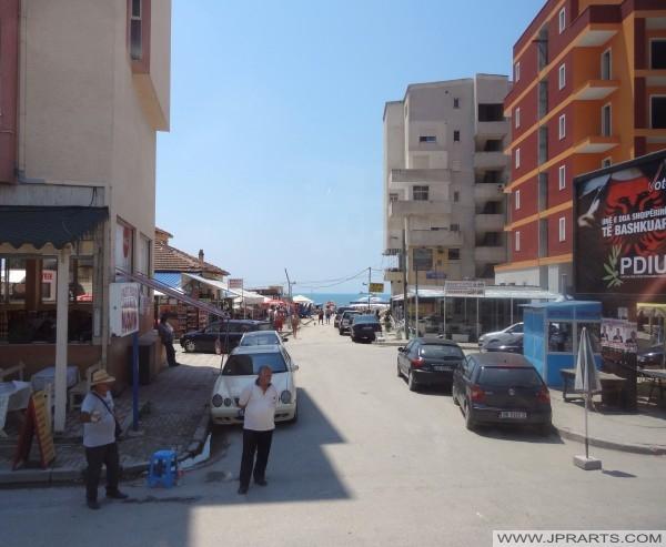 都拉斯的街道视图(阿尔巴尼亚)