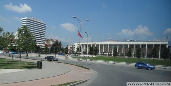 Tiran Uluslararası otel ve Opera (Arnavutluk)