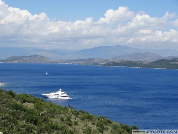 Αλβανός ακτή φαίνεται από το ελληνικό νησί της Κέρκυρας