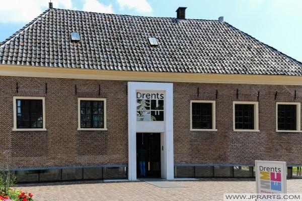 Główne wejście Drents muzeum (dawny dom karetki) w Assen, Holandia