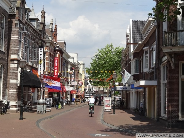 tiendas en el Kerkstraat en Assen, Países Bajos