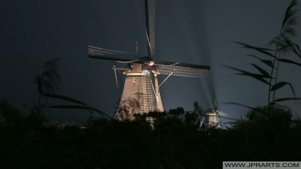 nocy atmosfera w Kinderdijk (Holandia)