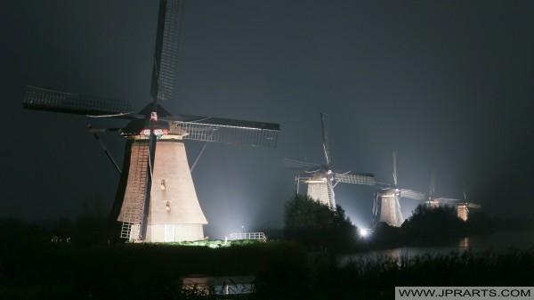 mulini a vento accese Kinderdijk (Olanda)