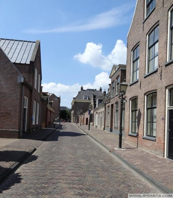 vista total da Kloosterstraat em Assen, Holanda