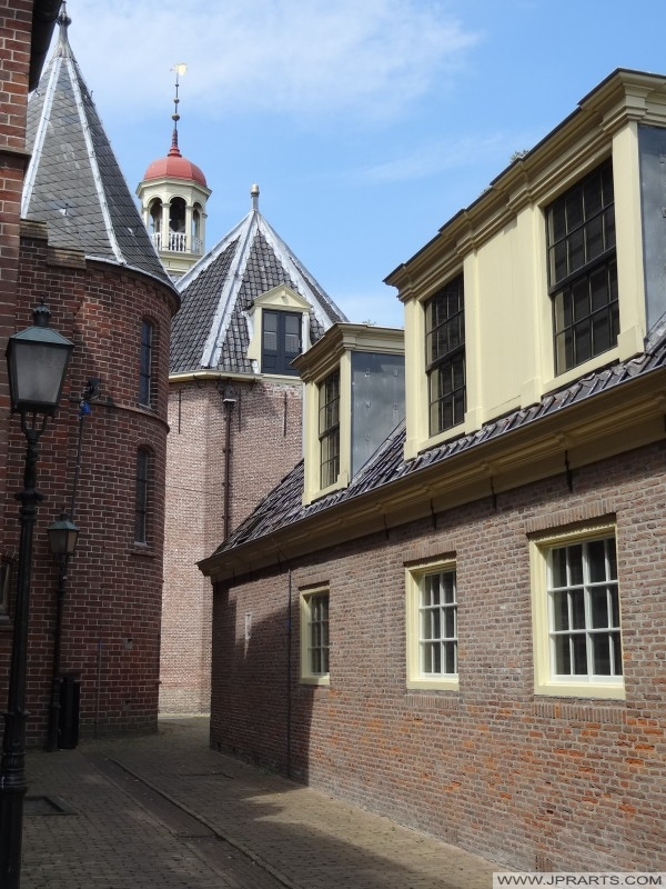 campanile della chiesa abbaziale visto dal Museumlaantje (Assen, Paesi Bassi)