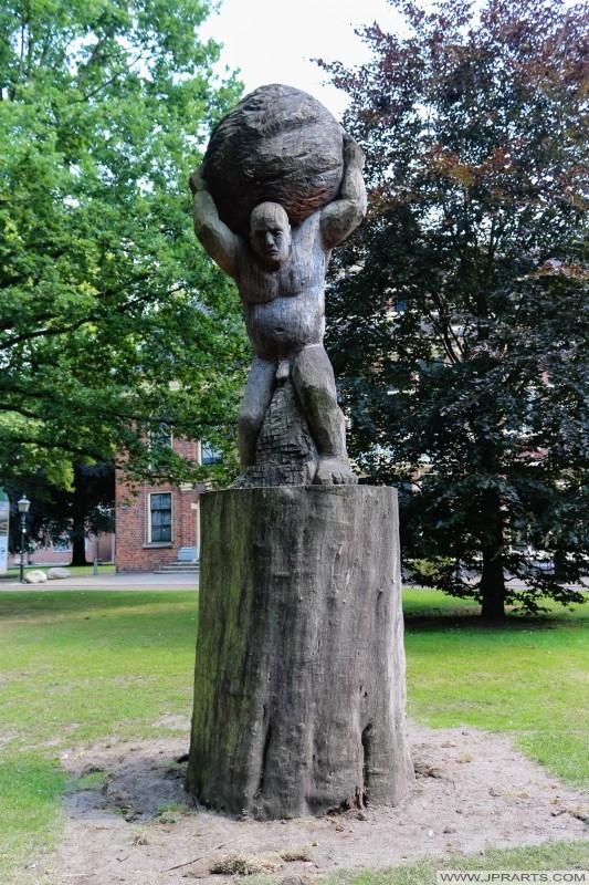 rzeźba Syzyfa (Assen, Holandia)