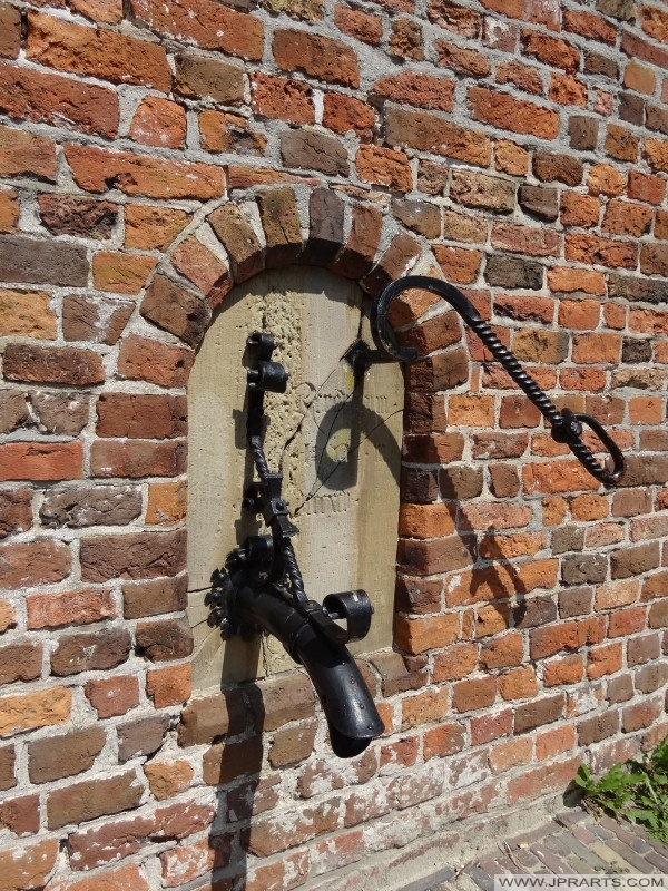 ancienne pompe à monastère (1883) dans la Kloosterstraat à Assen, Pays-Bas