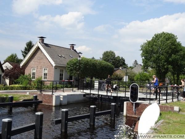 Brücke über die alte Schleuse in Assen (Niederlande)