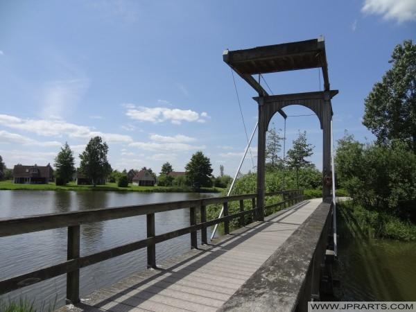petit pont dans le Parc Sandur Centrum (Emmen, Pays-Bas)