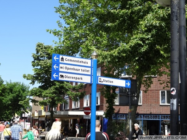 Wegweiser in Emmen, Niederlande