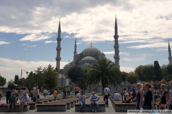 Wisatawan terdekat Masjid Biru di Istanbul, Turki