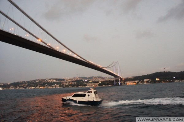 Akşam Boğaziçi Köprüsü (İstanbul, Türkiye)
