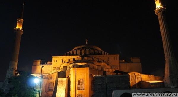 Masjid di Malam di Istanbul, Turki