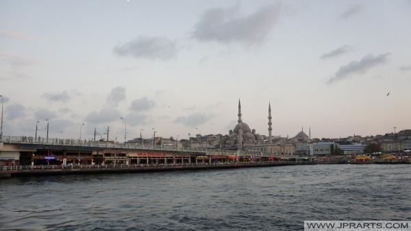 Berühmten Galatabrücke in Istanbul, Türkei