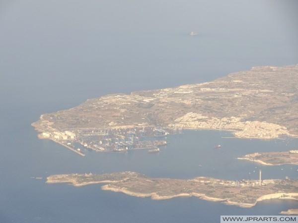 Birżebbuġa, Bajja Pretty u Freeport ta 'Malta