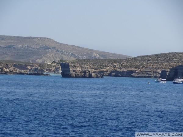 Blue Lagoon von weitem gesehen (Comino, Malta)
