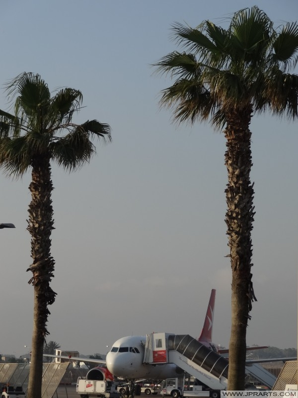 الصعود في مطار مالطا