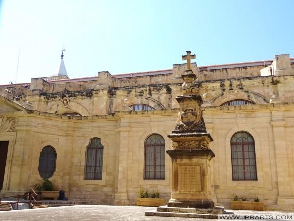 La cour de la co-cathédrale Saint-Jean de (La Valette, Malte)