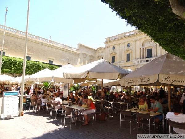 Eddie Café Regina i Valletta, Malta