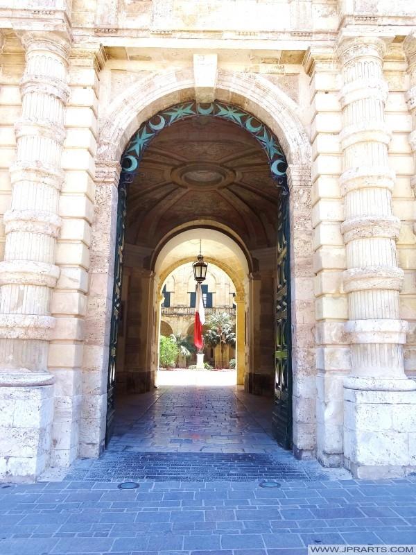 Вход Президентский дворец в Валлетте, Мальта