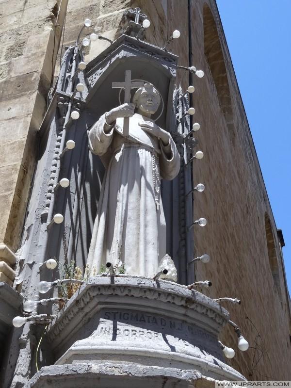 Staty i kyrkan St Franciskus av Assisi (Valletta, Malta)