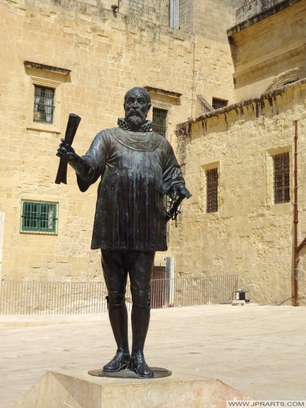 Busts and Statues in Valletta - Best Photos and Videos.