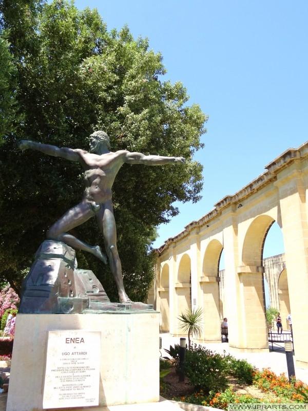 Szobor Enea Ugo Attardi Alsó Barrakka Gardens (Valletta, Málta)