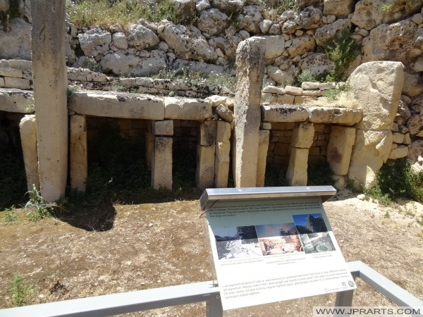 Oltár a fő templom Ggantija és Információs Bizottság (Gozo, Málta)