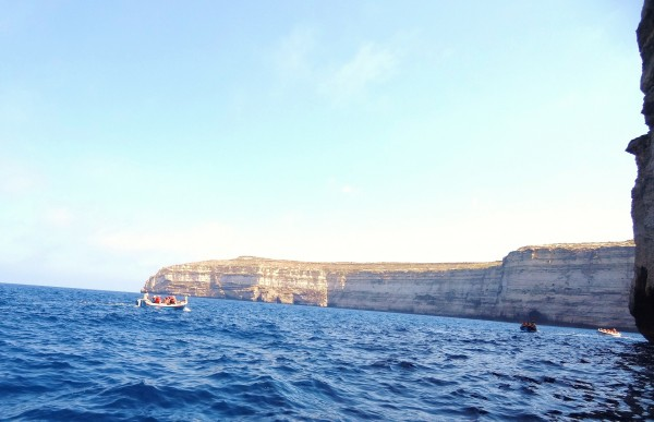 човні вздовж скелі Гозо, Мальта