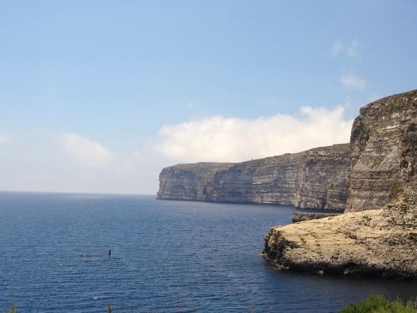 Klippen nabij de Baai van Xlendi (Gozo, Malta)