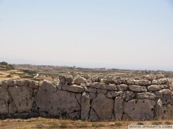Sivunäköala Ggantija n ulkoseinän (Gozo, Malta)