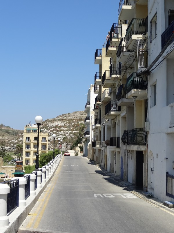 Blick auf die Straße Xlendi (Gozo, Malta)