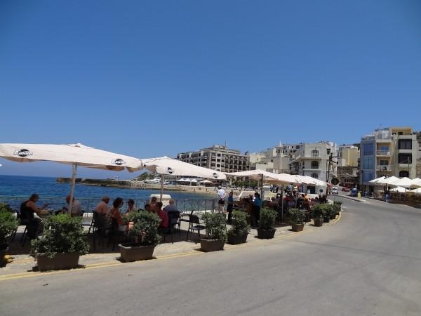 Terrasjes in Marsalforn, Gozo, Malta