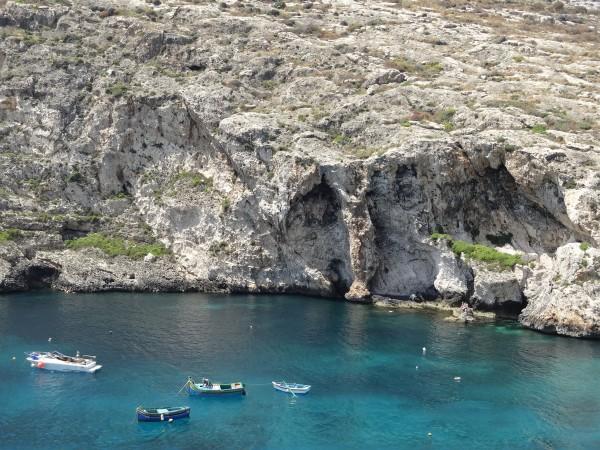 Boote in der Bucht von Xlendi (Gozo, Malta)