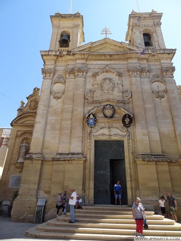L'ingresso della Cattedrale dell'Assunta a Victoria (Gozo, Malta)