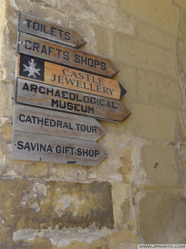 Segni dito pubblicare nella Cittadella di Gozo (Victoria, Malta)