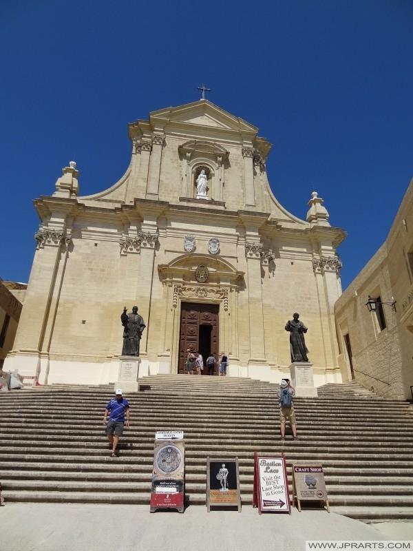 Trap naar de Kathedraal in Victoria (Gozo, Malta)