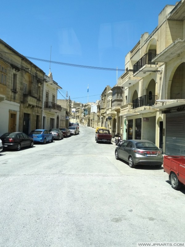 Calle el silencio en la isla de Gozo, Malta