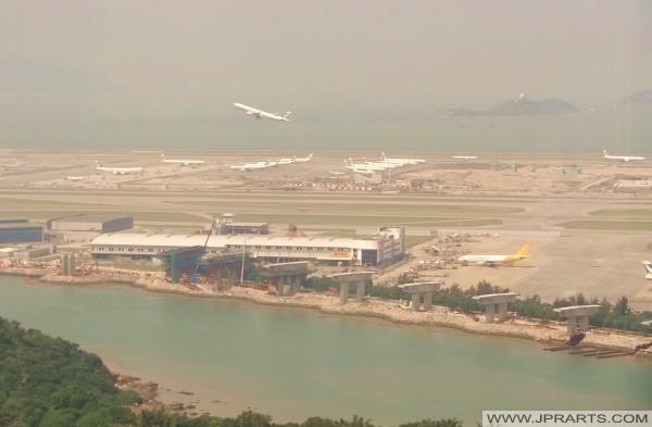 Kapal terbang Cathay Pacific mengambil kira dari Lapangan Terbang Antarabangsa Hong Kong