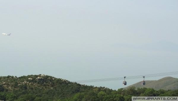 香港の飛行機とケーブルカー